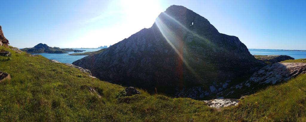 Mountain with hole: Dörvaer